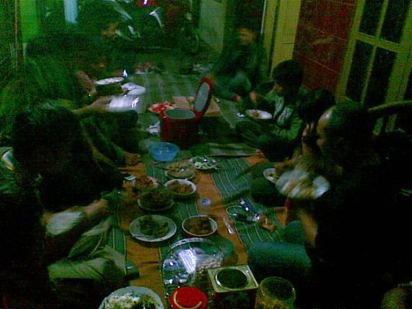 Makan makan jatimotoblog.jpg