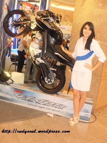 New Vixion di Royal Plaza Surabaya