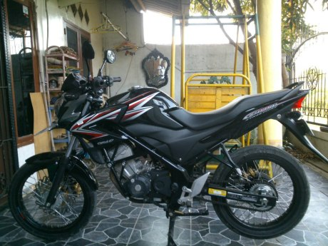 Modifikasi CB 150R,pelek jari-jari no ban cacing loh. 07/05/2013